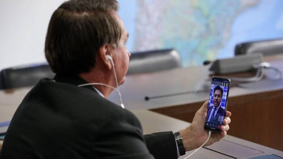 Presidente Jair Bolsonaro e o ministro das Comunicações, Fábio Faria, fizeram a primeira ligação 5G da história brasileira