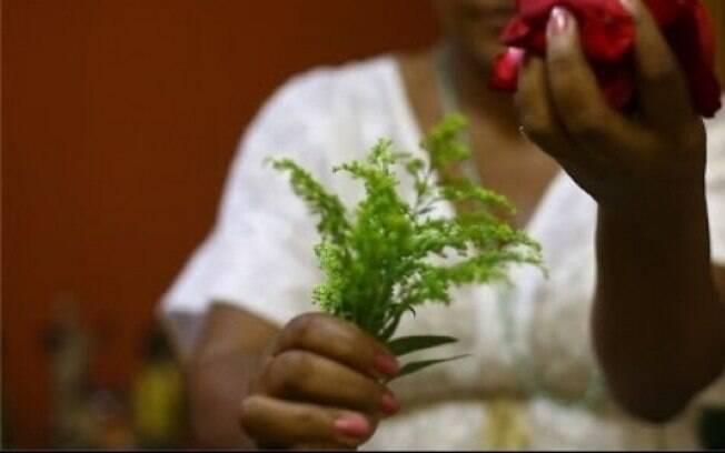 Ré foi condenada a seis anos e 24 dias de reclusão, em regime semiaberto, por extorsão por meio de trabalhos espirituais
