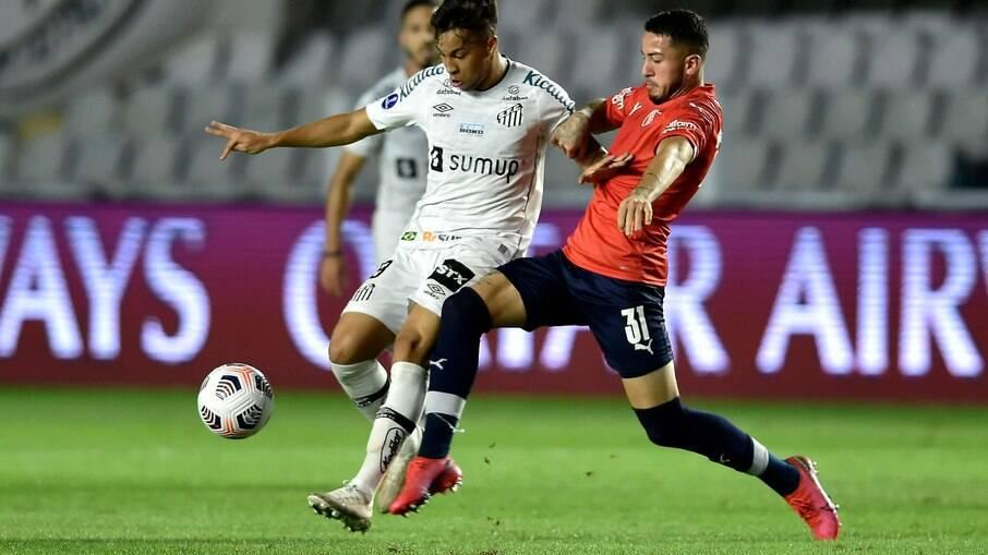 Santos visita o Independiente em jogo de volta pela Sul-Americana