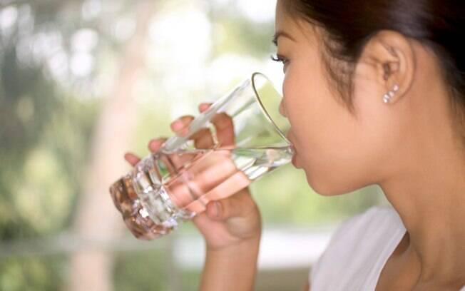 Hidratação é a dica mais importante contra a tosse