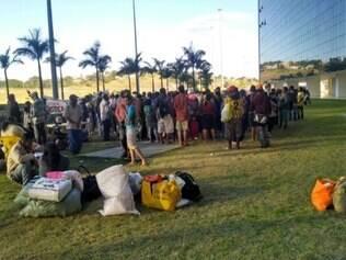 Manifestantes ocuparam a Cidade Administrativa durante a manhã e tarde desta segunda-feira (12)