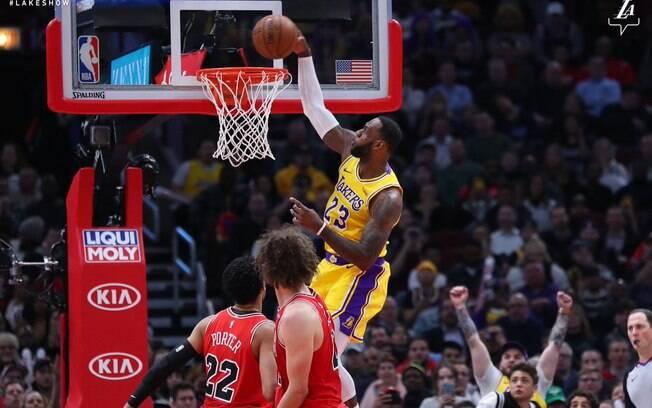 LeBron foi o grande destaque da rodada da NBA e manteve vivo o sonho de classificação dos Lakers