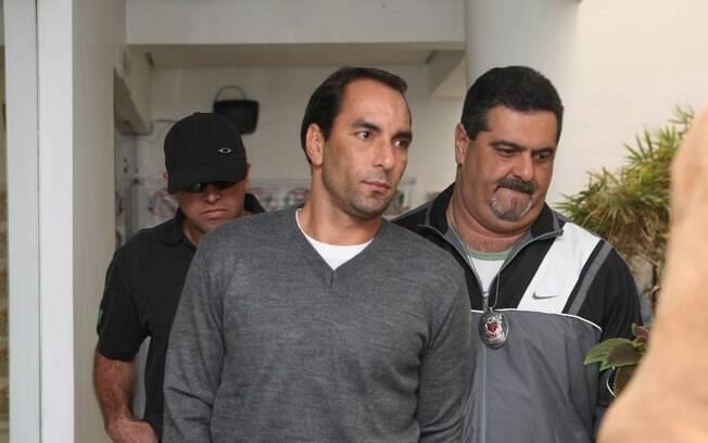 Edmundo foi condenado por homicídio culposo  em 1995, após matar duas pessoas em acidente de  carro. A pena prescreveu e ele não foi preso