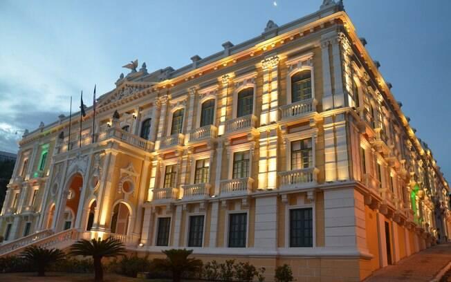 O Palácio Anchieta recebeu esse nome em homenagem ao padre José de Anchieta, que foi um dos fundadores do local