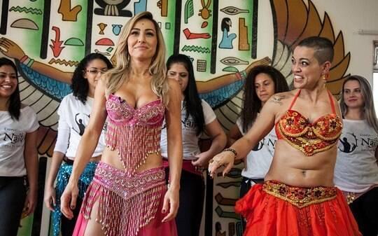 Sabrina Sato aprende dança do ventre em seu programa - TV & Novelas - iG