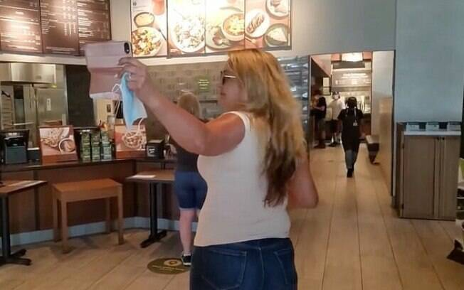 Panera Karen discutindo com funcionários do restaurante