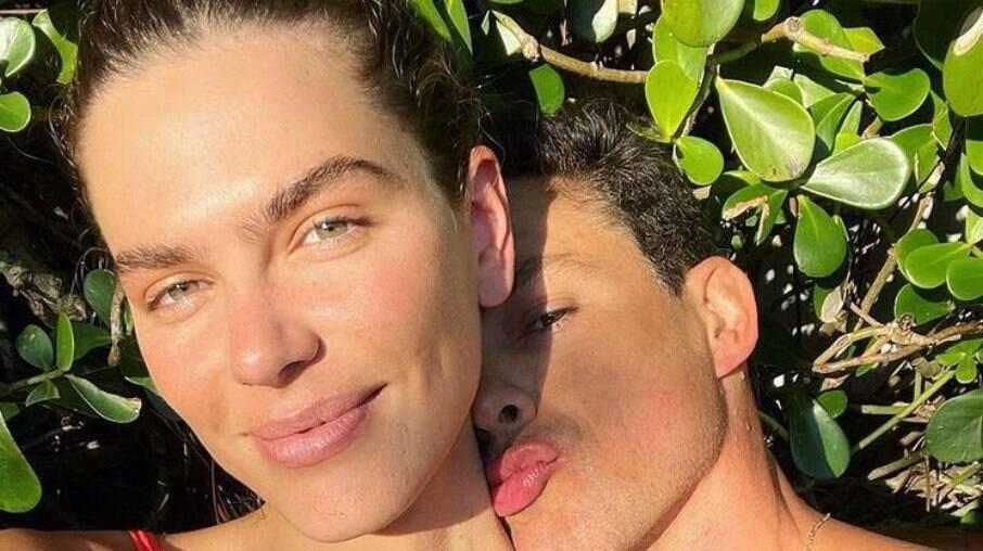 Esposa de Cauã Reymond defende masturbação feminina