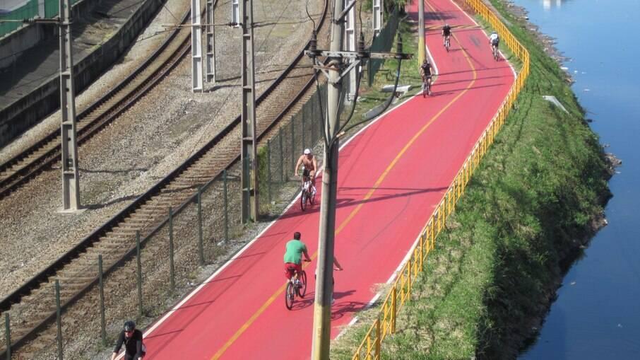 Ciclovia ao lado da Marginal Pinheiros
