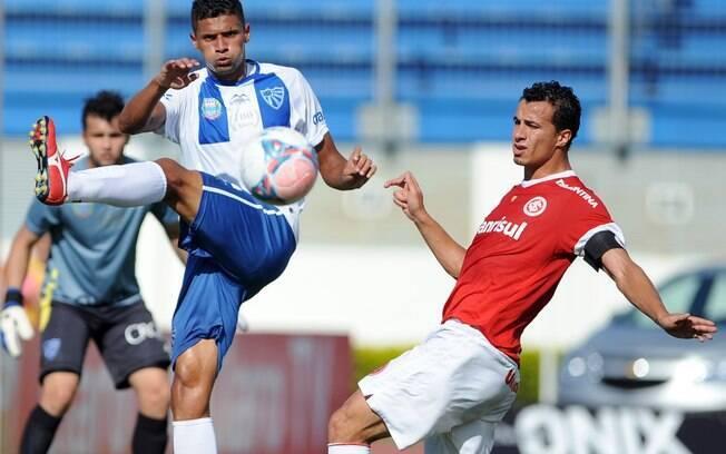 Leandro Damião marcou para o Inter contra o  Cruzeiro no Gauchão