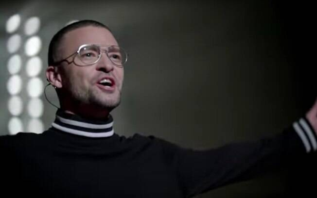 O cantor Justin Timberlake no clipe de