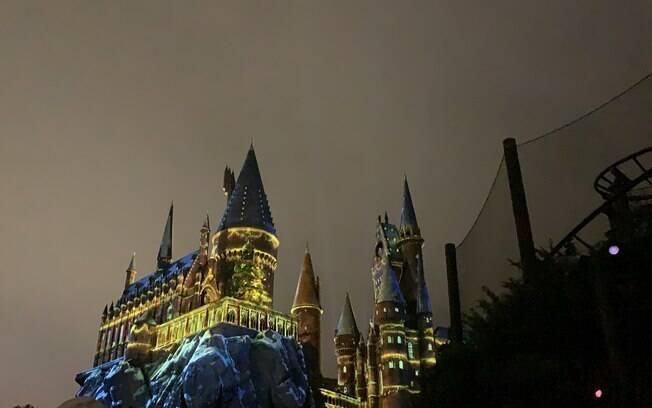 Castelo de Howarts iluminado para o Natal