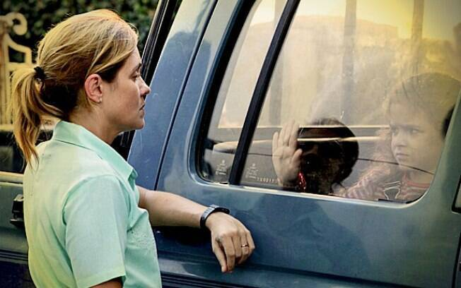Quando menina, Nina se chamava Rita, e foi abandonada em um lixão por Caminha após a morte de seu pai, Genésio