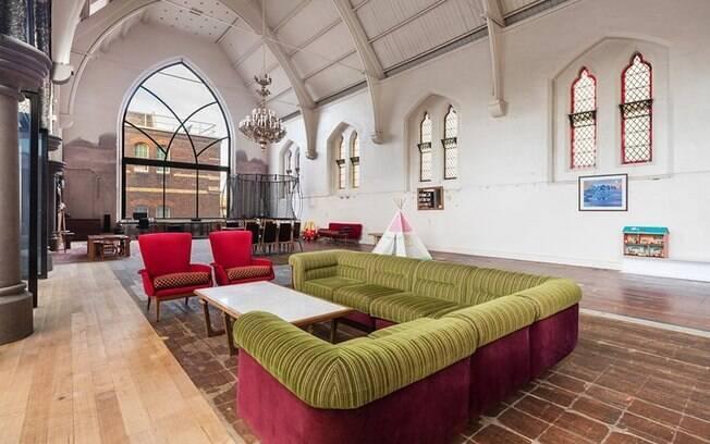 Apesar de viver em uma igreja ser uma experiência única, a arquiteta a colocou à venda para buscar novos desafios