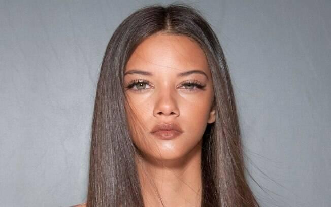 A pele iluminada deu um toque especial na passarela de Nica Kessler, no Fashion Rio