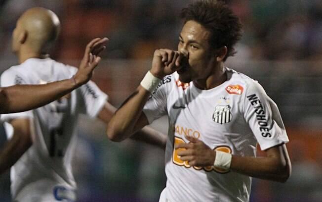 Neymar comemora gol do Santos no clássico  contra o Palmeiras