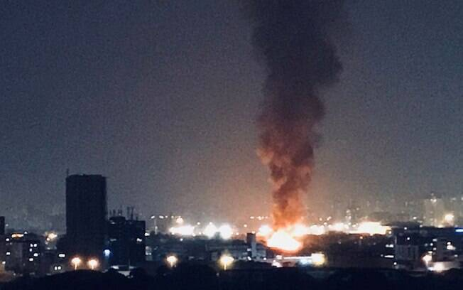 Incêndios em duas favelas na região metropolitana de São Paulo destrói barracos e deixa famílias desalojadas