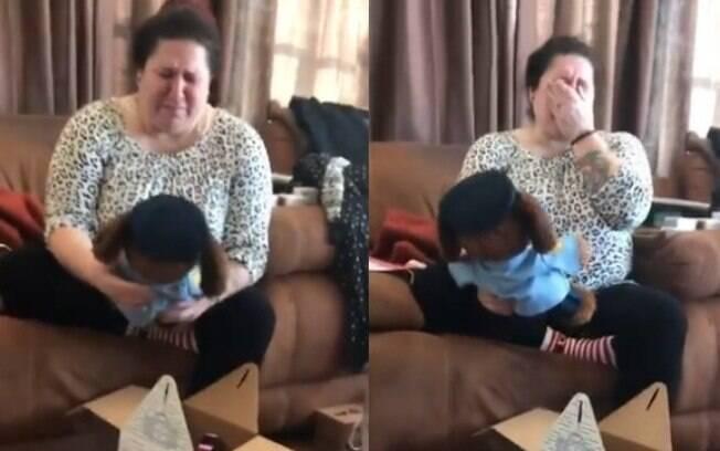 No Natal, mãe foi presenteada com ursinho de pelúcia que emite a voz de filho já falecido e vídeo do momento viralizou
