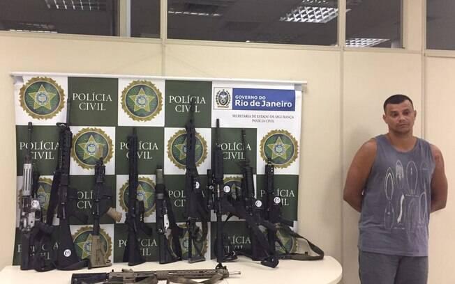 Além da prisão de traficante, Polícia Civil também fez apreensão de fuzis escondidos em carro na região do Caju