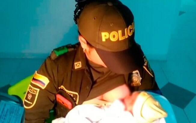 Policial resgata e amamenta bebê abandonada em mata