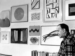 Fronteiras. O interesse de Murilo Mendes por diferentes vertentes das artes, além de outras áreas, marca a qualidade de sua poesia