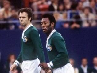 Pelé e Beckenbauer jogaram juntos no Cosmos de Nova York na década de 70