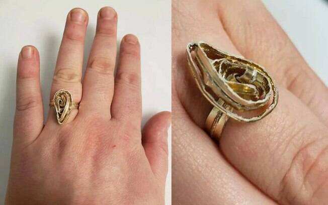 Mulher posta foto com anel de noivado, mas usuários reclamam do design da peça e falam que parece uma