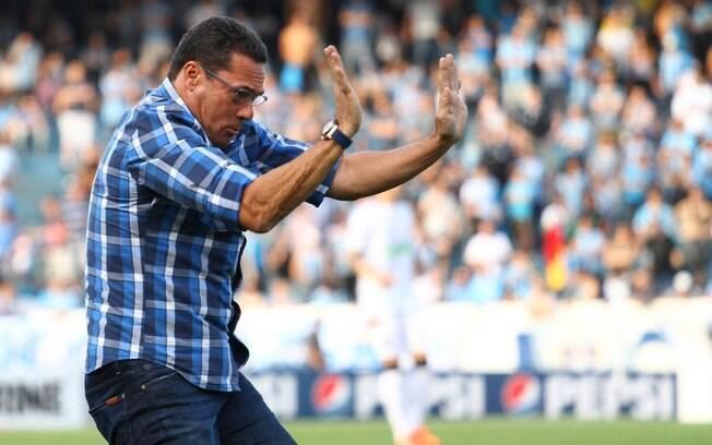 Luxemburgo se empolga após gol do Grêmio.  Jogando no Olímpico, equipe gaúcha goleou o  Figueira por 4 a 0