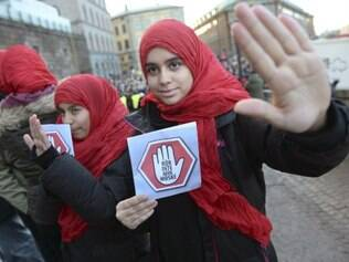 Mais de mil pessoas se manifestaram nesta sexta-feira (2) na Suécia contra a islamofobia