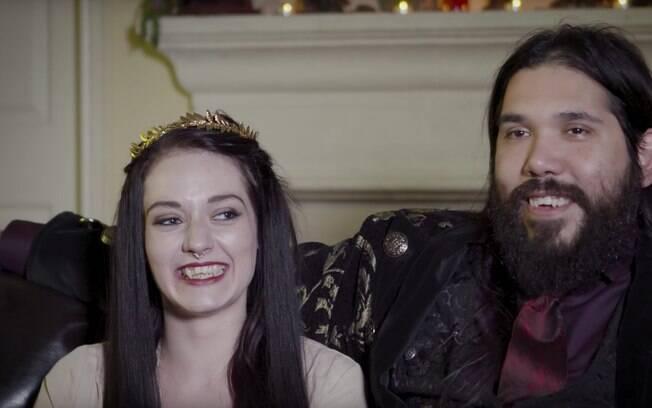 Americanos Lea e Tim se conheceram durante um festival para pessoas que, assim como eles, praticam o vampirismo