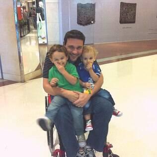 Rafael e os filhos: se lamentar pela própria situação nunca foi uma escolha