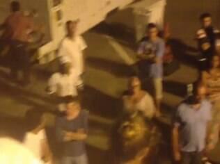 A atriz compartilhou vídeo que mostra passageiros fora da aeronave