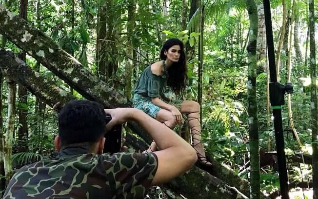 Carol Ribeiro toda plena na Amazônia