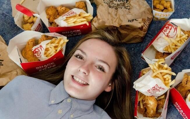 Jovem sobreviveu durante anos comendo apenas frango e batata frita