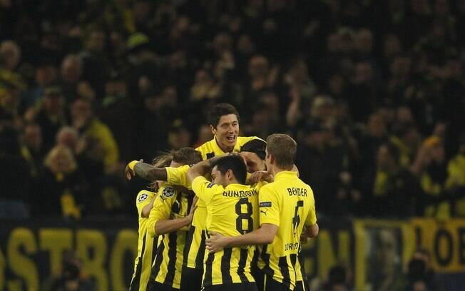 Jogando em casa, alemães não tiveram  dificuldade para fazer 3 a 0 no time ucraniano