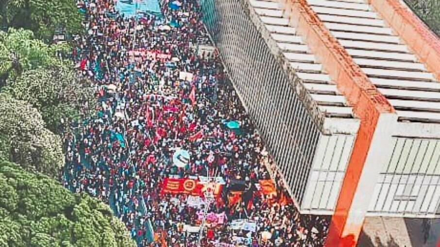 Milhares de pessoas se concentraram próximo ao MASP para protestar contra o governo Bolsonaro