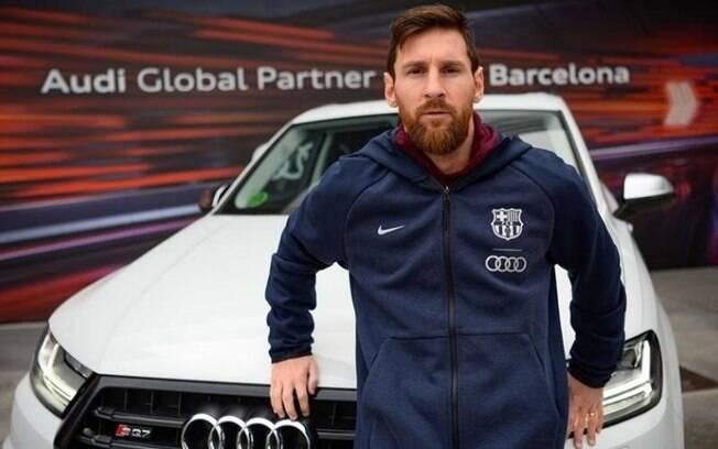 Messi posa com seu Audi
