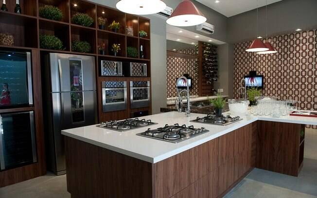 Cozinha planejada deve ser prática e funcional (projeto de Deborah Roig)