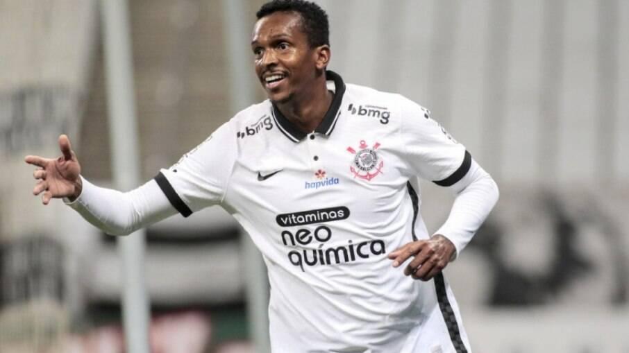 Jô marcou o gol da vitória do Corinthians sobre a Chapecoense