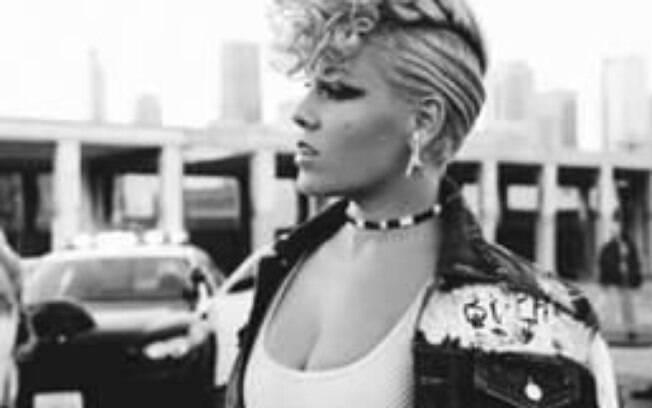 Pink já revelou que quase apanhou de  Christina Aguilera