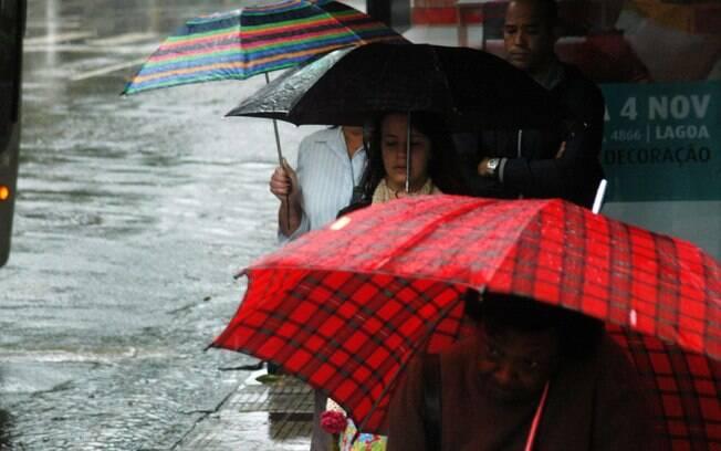 Cariocas enfrentam forte período de chuvas