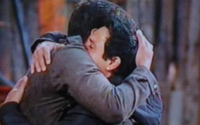 Diego abraça Vavá após ser eliminado do jogo