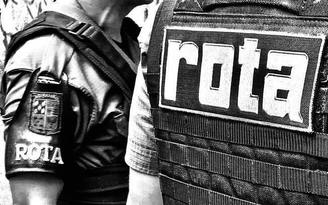 Policias de ROTA momentos antes da simulação de roubo a carro-forte iniciar