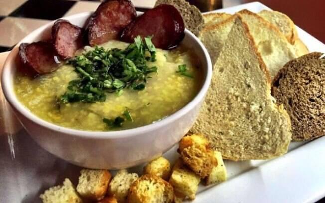 A sopa rústica de milho é uma das opções no festival de sopas da Cia 66