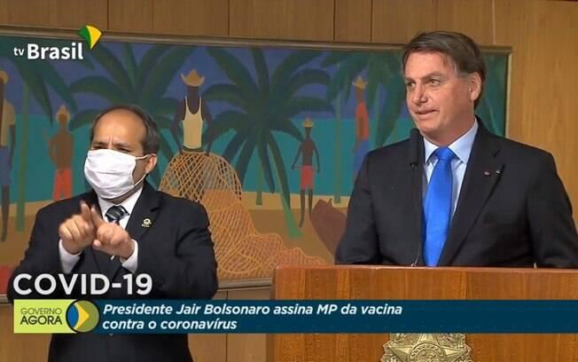 Jair Bolsonaro discursou em cerimônia de assinatura de MP da Vacina de Oxford
