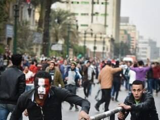 Manifestantes fazem protesto contra o atual governo egípcio, comandado pelo ex-chefe do Exército