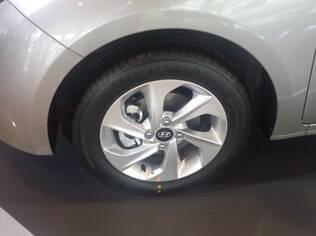 Rodas de aro 15 e pneus têm as mesmas medidas das versões com motor 1.6 flex