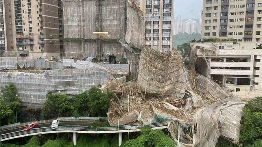 Homem morre em queda de andaime em meio a alerta de tufão em Hong Kong