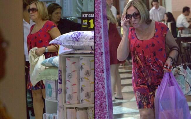 Susana Vieira faz compras em shopping