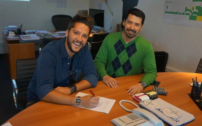 André Vasco renova contrato com o diretor de programação da Band, Fernando Sugueno