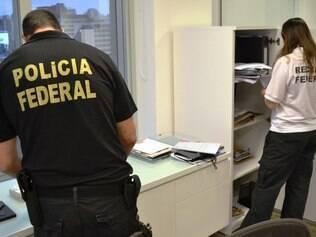 A Polícia Federal deflagrou a sétima fase da Operação Lava Jato, que investiga organizações criminosas responsáveis por desvio de recursos públicos e lavagem de dinheiro em grandes quantias